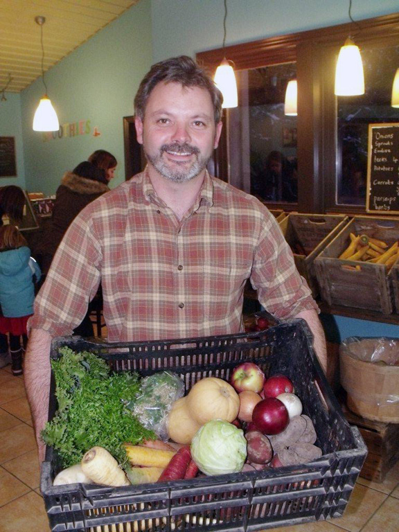 Martin Tamlyn displays a typical box of food picked up by harvest share members every two weeks. Patrick Raftis photo