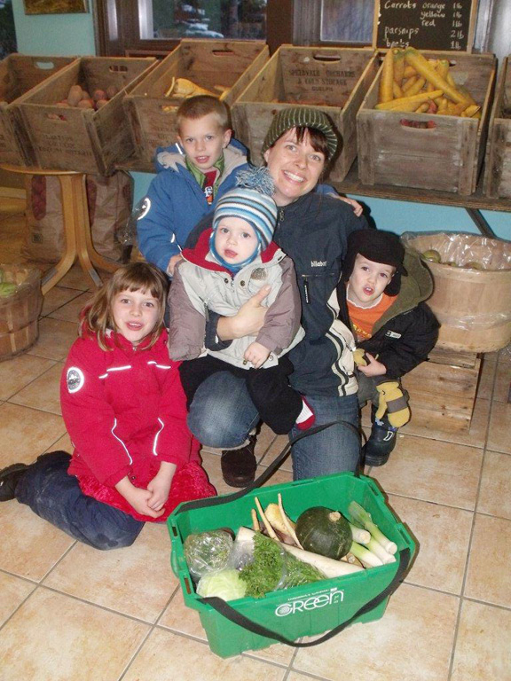 Picking up their harvest share is a family outing for some members. Angela Koops with her children: GracieJo, Silas, Jude and Levi. Patrick Raftis photo