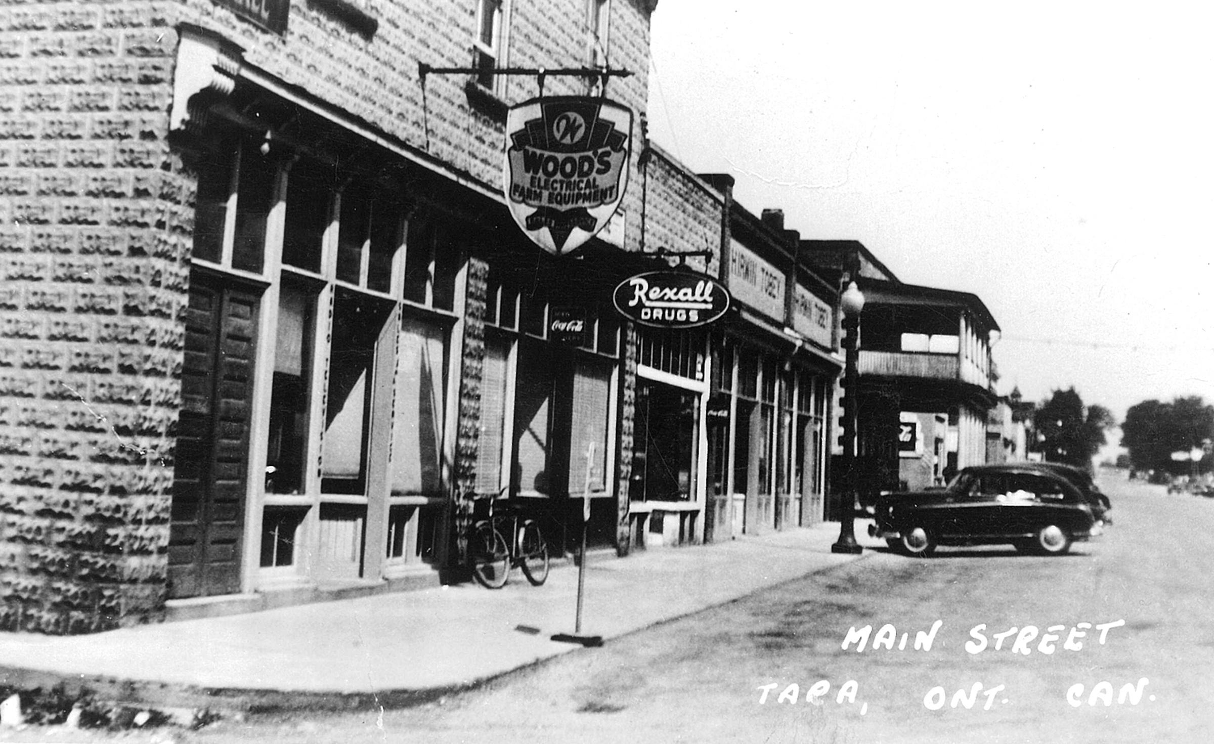Postcard photo of Main Street, Tara in the 1950s.