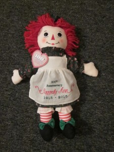 Modern Raggedy Ann with her white pinafore emblazoned with 100th anniversary dates (Willa Wick photo)